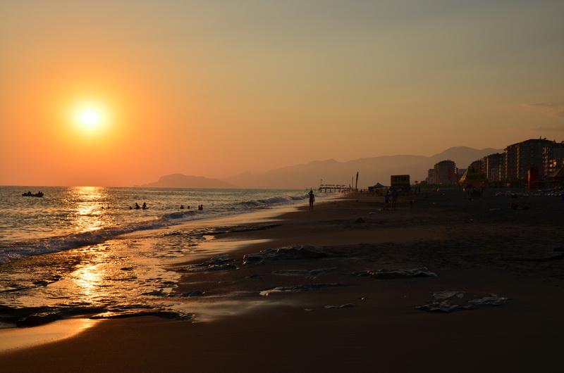 Пляж в Махмутларе (Аланья, Турция)